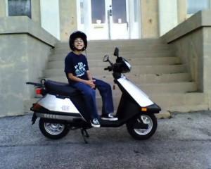 скутер и ребенок
