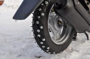 Шипованные шины на скутер