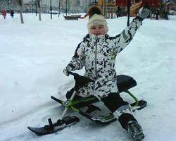 Девочка на снегокате ?Аргамак?