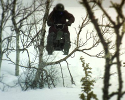 Прыжок на снегокате
