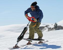 Спуск на стоячем снегокате
