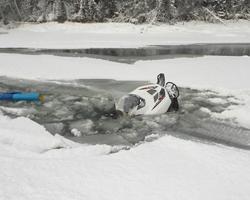 Снегоход провалился в полынью