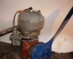 Двигатель от мопеда с винтом для аэросаней