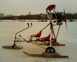 Аэросани из бензопилы на льду
