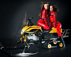 Две девушки в красном на Irbis Dingo
