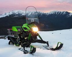 Снегоход Irbis Dingo на фоне гор
