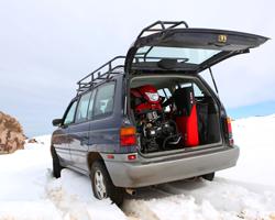 Снегоход Irbis Dingo в багажнике машины