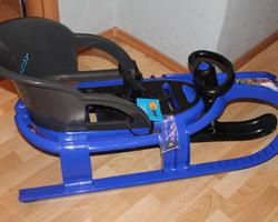 Синие пластиковые сани с рулем