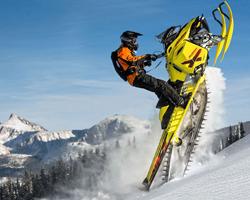 Фристайл-«свечка» в горах на снегоходе