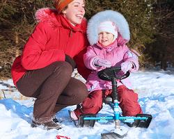 Мама и ребенок на снегокате ?Барс?