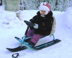 Ребенок на снегокате ?Снежок?