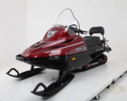 Красный снегоход «Тайга Варяг 550»