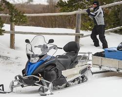 Снегоход Yamaha Ventura с прицепом