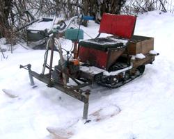 Заснеженный самодельный снегоход