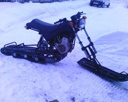Снегоход из мотоцикла с сохраненной рамой