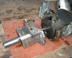 Разобранный мотор для снегохода