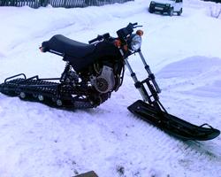 Черный снегоход из мотоцикла
