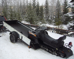 Погрузка снегохода в открытый прицеп