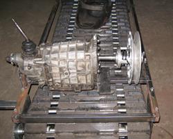 Коробка передач и гусеница мотобуксировщика
