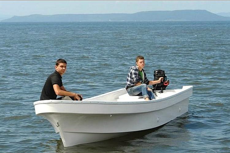 лодка Бриз-18П