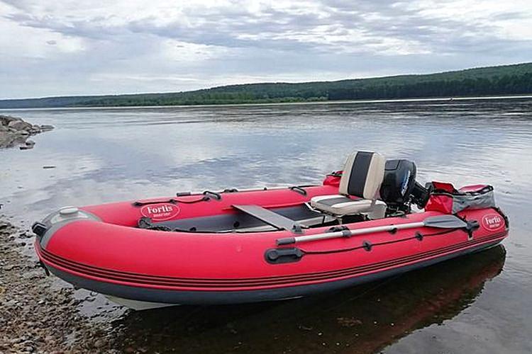 лодкаRIB FOTIS 390